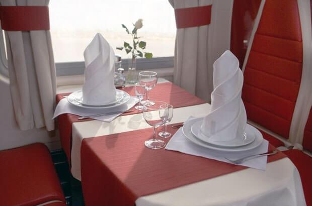 Вагон-ресторан в поезде 'Москва-Ницца'